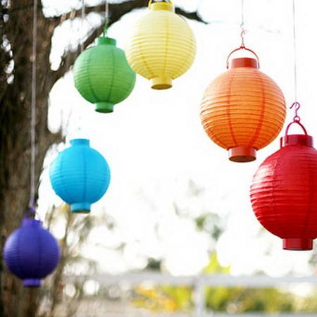 dekoracija u duginim bojama