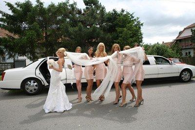 dolazak mlade i njenih deveruša limuzinom