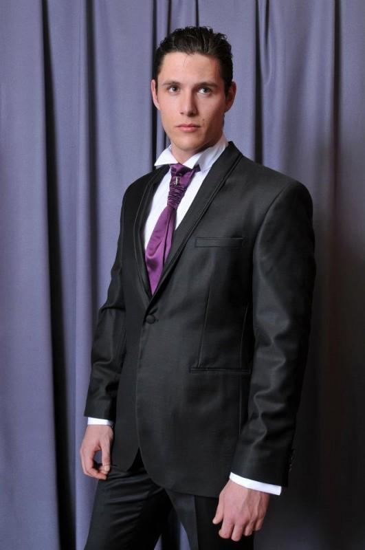 zagasito odelo sa ljubičastom kravatom Butik ZiD2