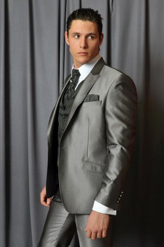 sivo odelo sa tamno sivim prslukom Butik ZiD2