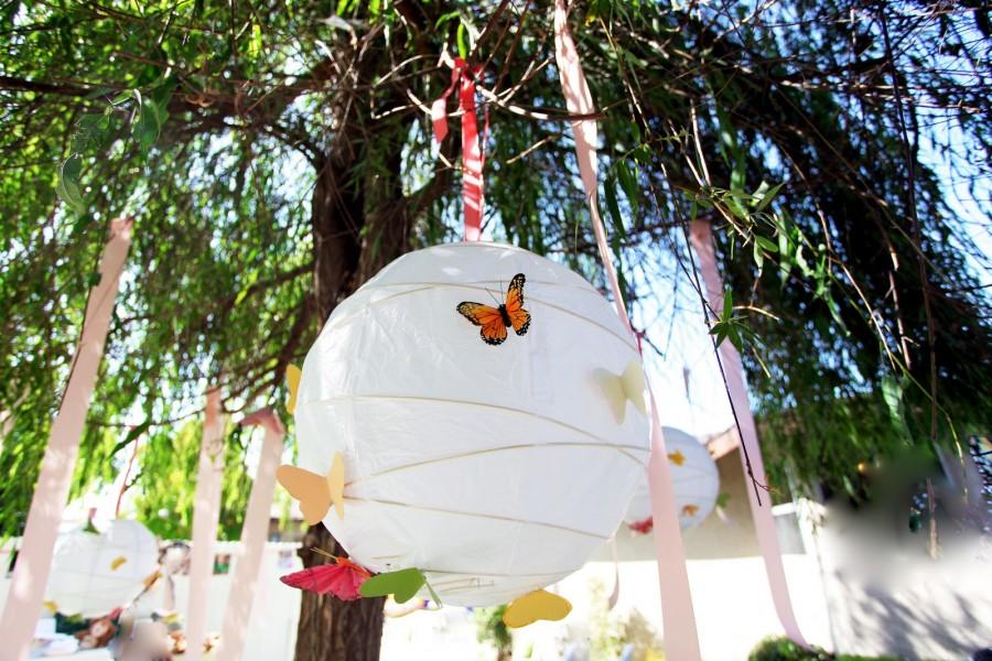 dekoracija na tematskom venčanju sa leptirićima