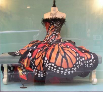 haljina u bojama leptira