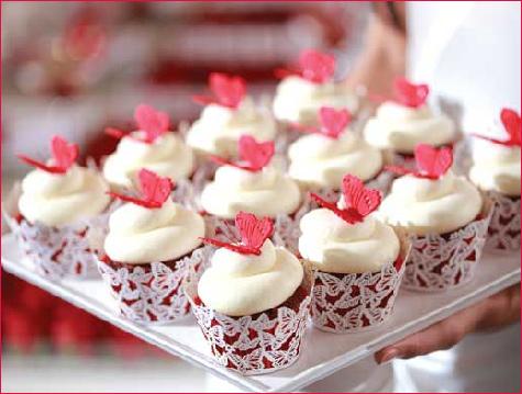 kolačići sa leptirićima na tematskom venčanju