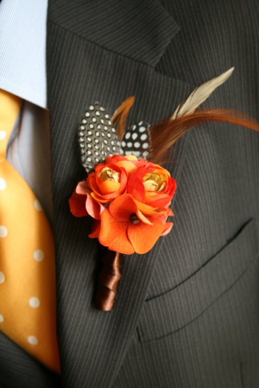 cvetić za mladoženju na jesenjem venčanju