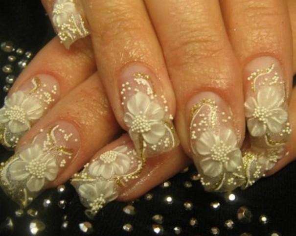 belo-zlatni nail art