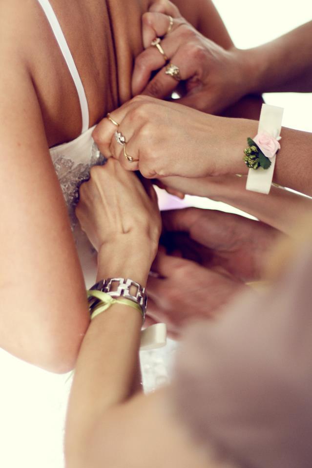 mlada se sprema za venčanje