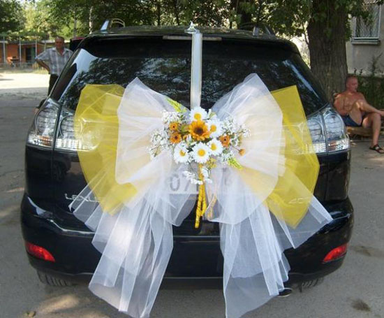 dekoracija za mladenački auto