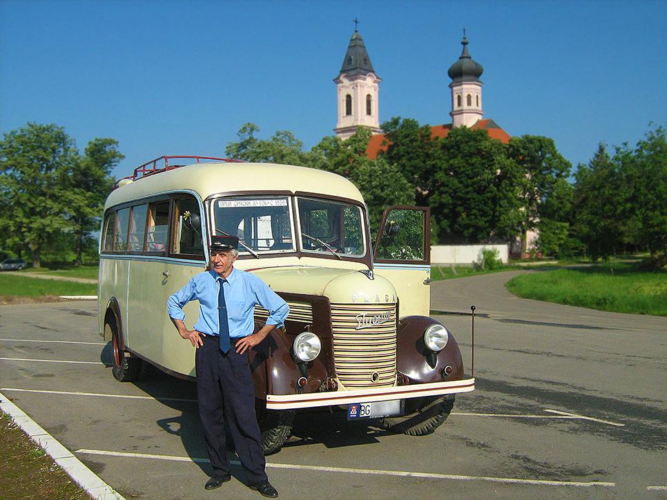 prvi srpski autobus