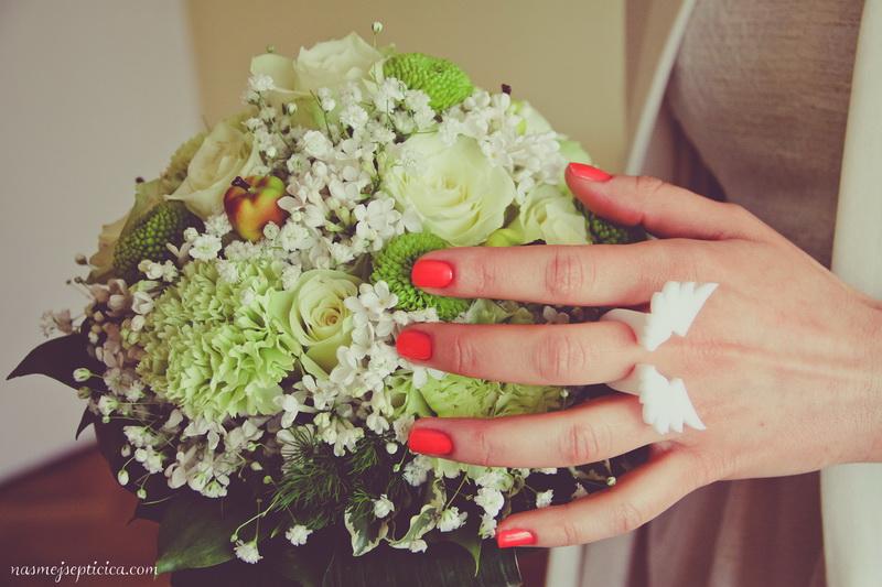 mlada sa RINGeRAJA prstenom