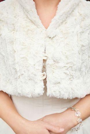 bela pelerina od krzna