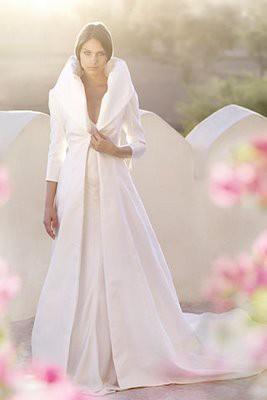 zimska mlada u svečanom kaputu