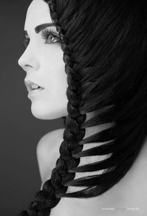 originalna frizura sa pletenicama za vencanje ili maturu