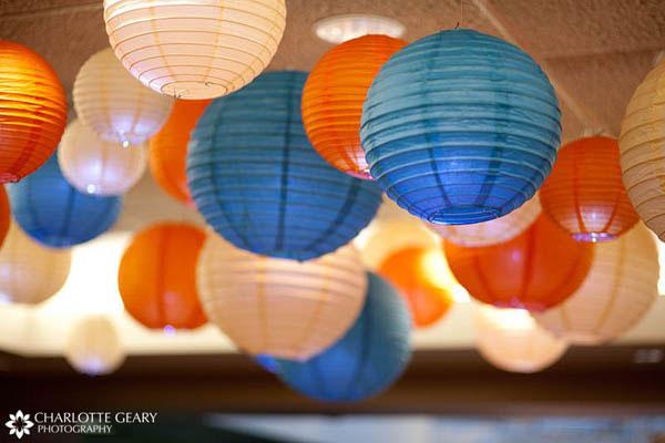 papirni lampioni kao dekoracija venčanja