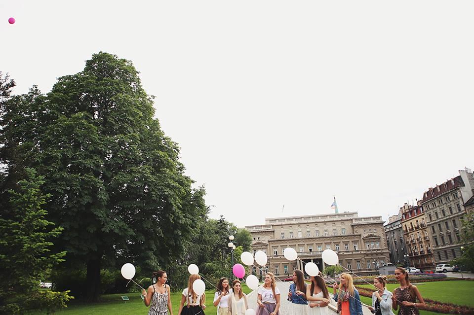 devojke sa balonima