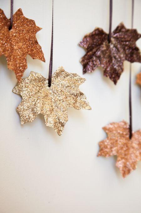 listovi u zlatnoj boji