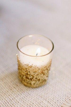 sveća u zlatnoj boji za dekoraciju venčanja