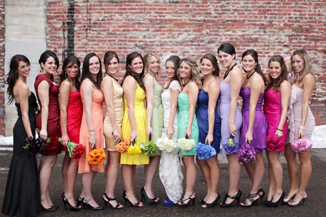 deveruše-u-haljinama-raznih-boja